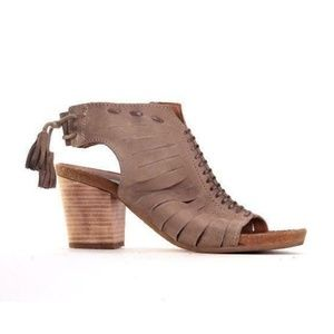 MIZ MOOZ HEELS new york city mary jane shoes 8.5